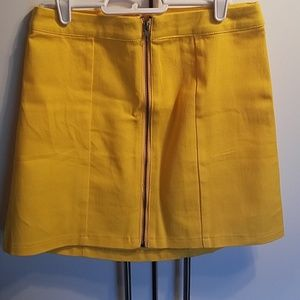 💙💛NWT Yellow Zipper Skirt
